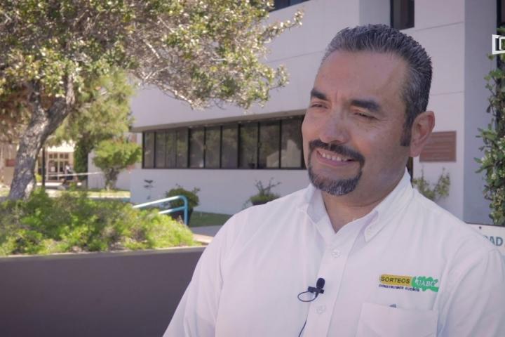 Embedded thumbnail for Sorteos UABC hace entrega de automóvil ha afortunado ganador