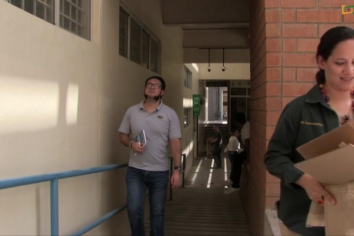 Embedded thumbnail for Estudiantes desarrollan vehículo recolector de papel y cartón