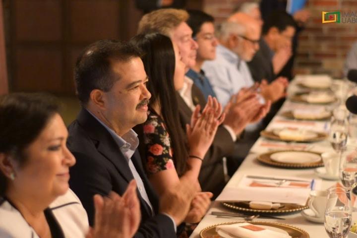 Embedded thumbnail for Donativo del Gobierno del Estado a FUABC