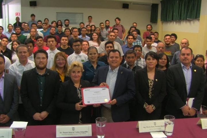 Embedded thumbnail for Recibe Ingeniería Mecatrónica acreditación con reconocimiento nacional e internacional
